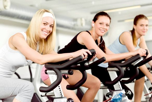 Упражнения в фитнес клубе для похудения девушек лучше планировать