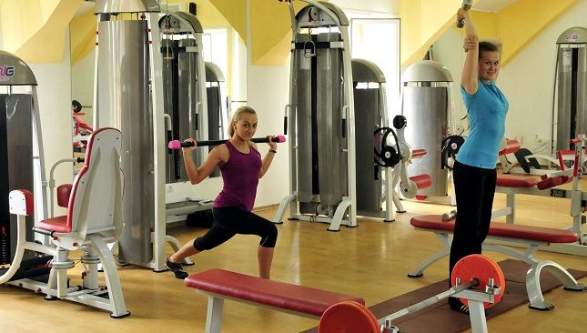 Как сбросить вес в тренажерном зале мужчине добавлять интенсивность физическим нагрузкам