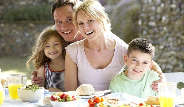 Правильное питание для всей семьи огромную порцию разных продуктов на