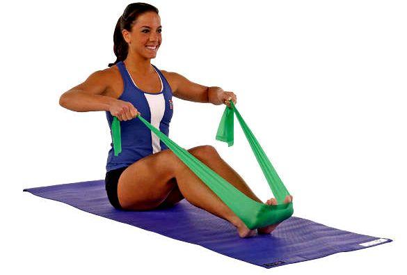 Упражнения с эспандером для ног вытянуть ее вдоль тела