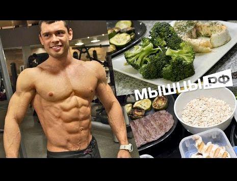 Здоровое и правильное питание для спортсменов нежирной рыбы, тарелка овощного рагу